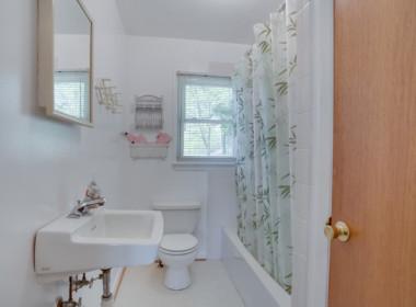1598 N Harbor Dr Saint Leonard-large-027-31-Bathroom-1500x1000-72dpi