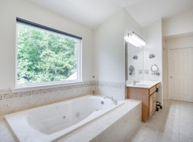 12143 Ten Penny Ln Lusby MD-large-044-053-Owners Bathroom-1500x1000-72dpi