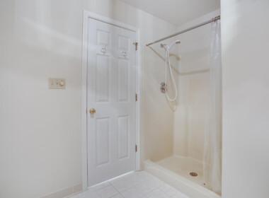 3965 Ramsey Hodges Rd Saint-large-061-037-Main Level Owners Bathroom-1500x1000-72dpi